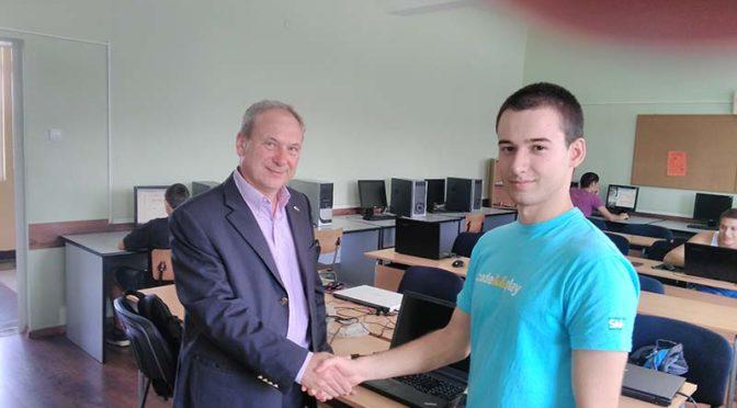 Кметът на община Търговище поздрави участниците в школата по програмиране