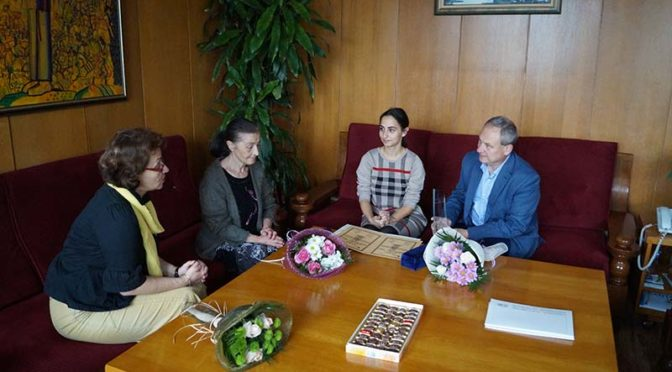 """Кметът поздрави ръководителите на Балетна формация """"Търговище"""" за наградата """"Кристална лира"""""""