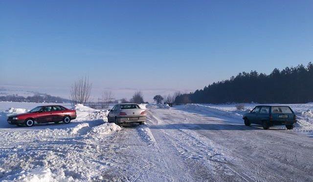 Общинската пътна мрежа е проходима при тежки зимни условия, има затворени републикански пътища