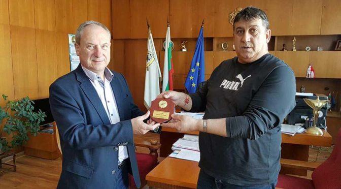 Община Търговище получи плакет от Българската федерация по автомобилен спорт