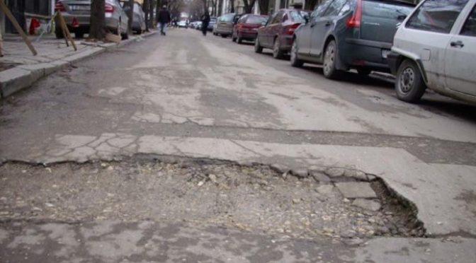 Кметът д-р Дарин Димитров настоява за спешно отпускане на средства за ремонт на улиците от републиканската мрежа