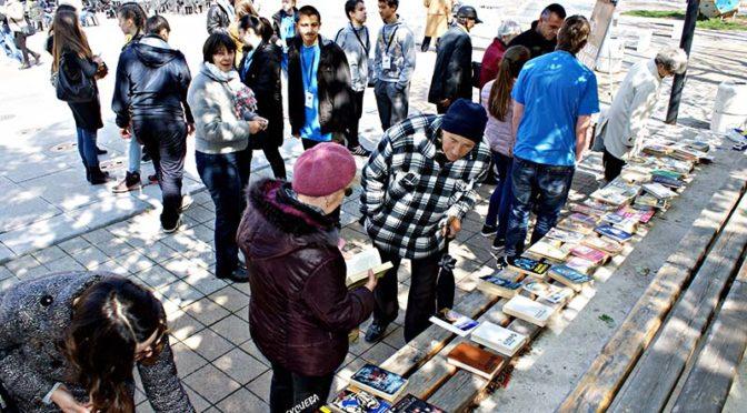 Младежи инициираха кампания за размяна на книги с послание