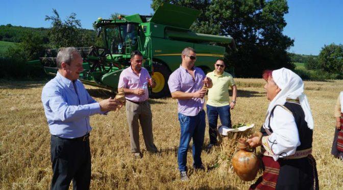 Tържествено беше открита жътвената кампания в селата Бистра и Голямо Соколово