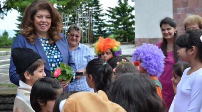 Вицепрезидентът Илияна Йотова уважи фестивала на радостта