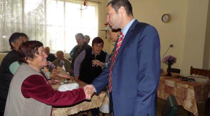 Областният управител Митко Стайков посети пенсионерския клуб в  с. Бистра