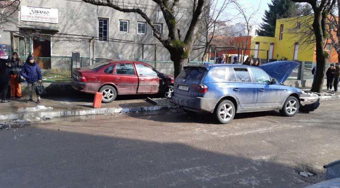 """Пътен инцидент пред редакцията на в. """"Знаме"""""""