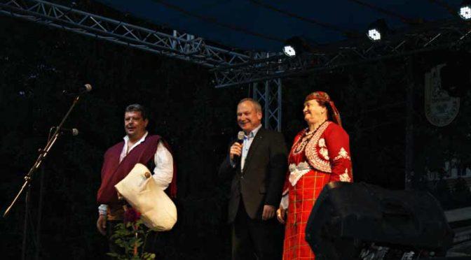 """Валя Балканска и Дует """"Ритон"""" развълнуваха гостите в първата панаирна вечер"""