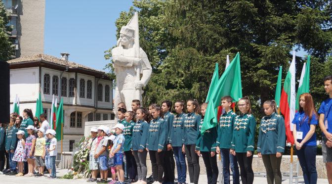 Търговище отдаде почит пред Ботев и загиналите за свободата на България