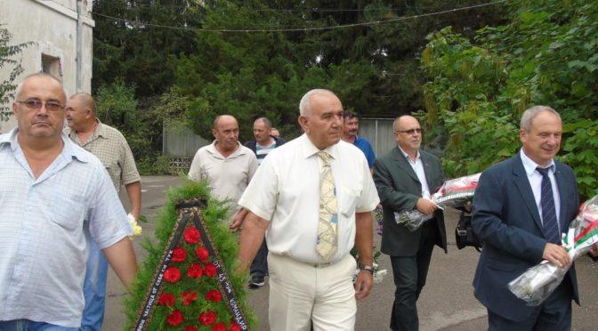 Кметът на града Дарин Димитров и заместник областният управител Панайот Димитров почетоха загиналите в битката при Тутракан