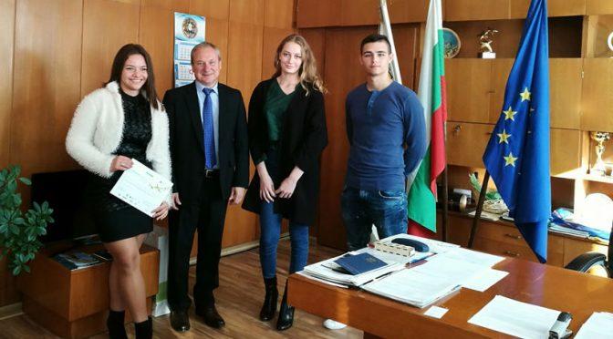 Кметът д-р Дарин Димитров ще се срещне със зрелостниците, завършили с отличие