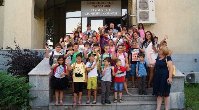 Деца гостуваха в местната администрация и Общинския съвет