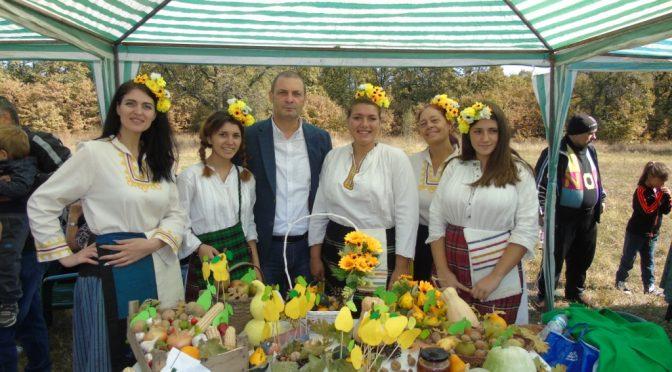 """Областният управител бе гост на общинския празник """"Под крушата на Осенската поляна"""""""