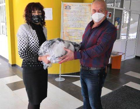 РУО – Търговище дари предпазни маски на РЗИ