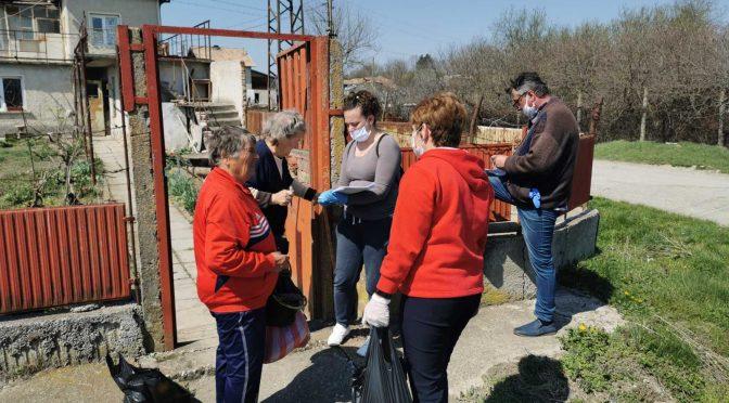 140 семейства в търговищкото село Давидово получиха пакети с хранителни продукти