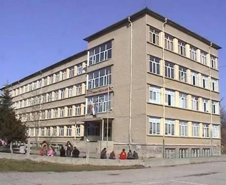 149 хил. лв. влага Община Търговище в подмяна на дограма в детски и учебни звена