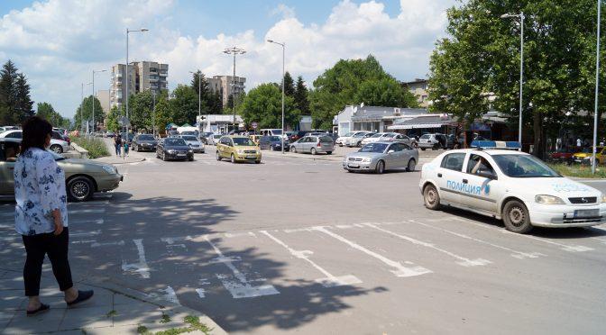 """Изграждат нов светофар на кръстовището на булевардите  """"Трайко Китанчев"""" и """"Сюрен"""""""