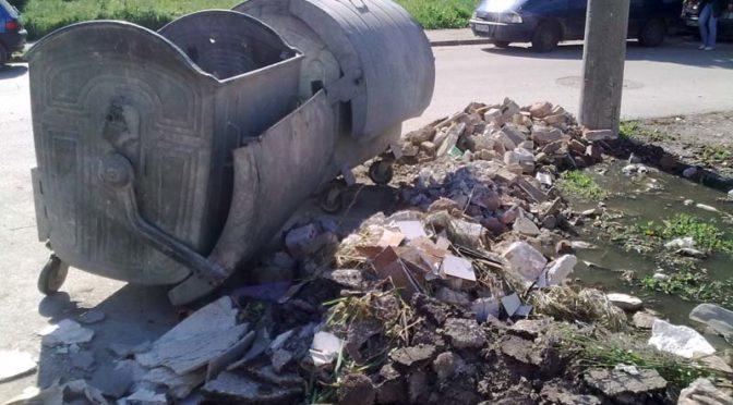 Не складирайте строителните отпадъци!