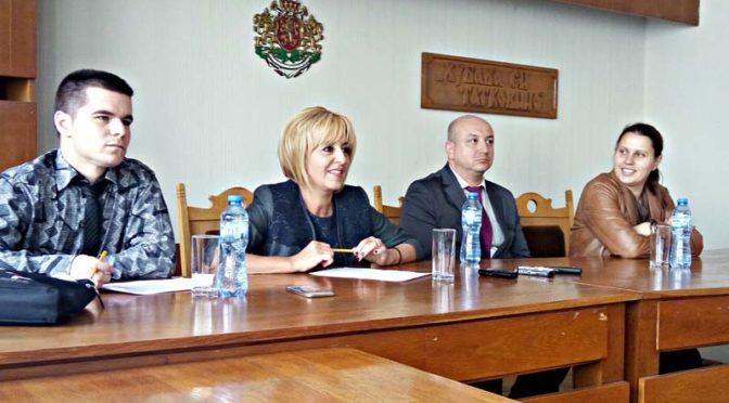 Мая Манолова организира приемна в Търговище