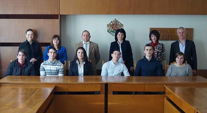 6 ученици станаха мениджъри за един ден в  Община Търговище