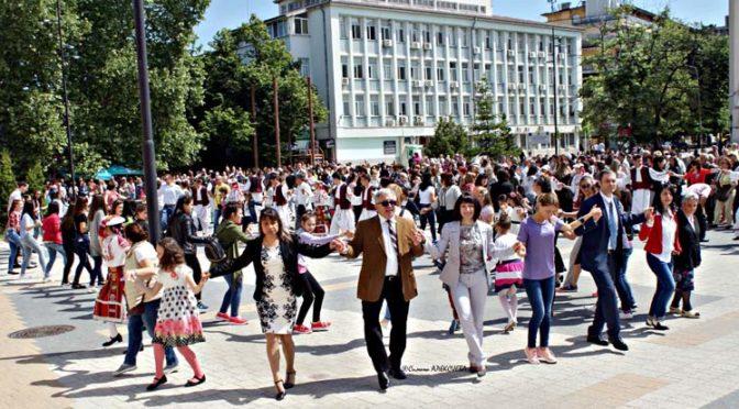 С празнично шествие Търговище посрещна 24 май – Деня на българската просвета и култура и на славянската писменост