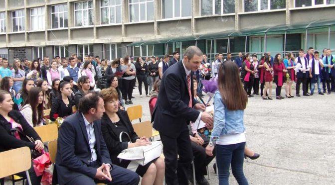 Областният управител Митко Стайков поздрави абитуриенти от Омуртаг