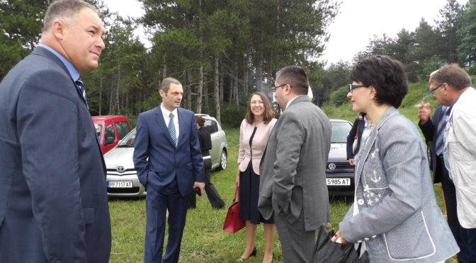 Над 15 млн. лв. от ОПРР ще се инвестират в рехабилитацията на 21 км от път II-49 Търговище – Разград,  Митко Стайков присъства на първата копка
