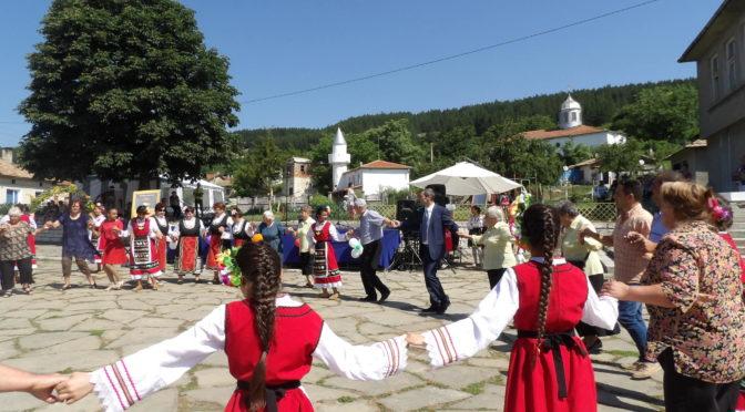 Митко Стайков откри първото издание на Националния фолклорен фестивал на етносите
