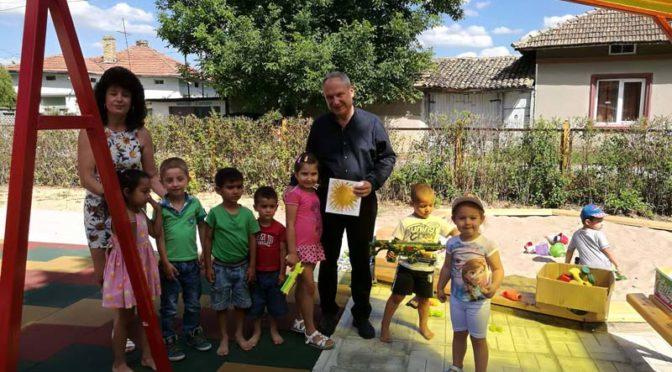 Три нови детски площадки в  кв. Въбел