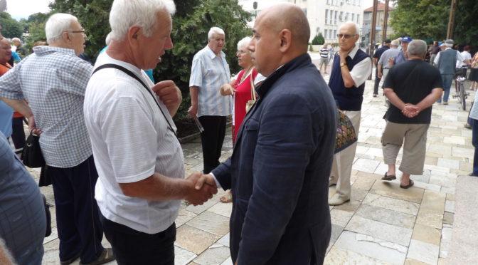Заместник областният управител се срещна с протестиращи пенсионери