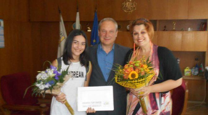Кметът посрещна лауреата от песенен конкурс в Унгария Елеонора Димитрова