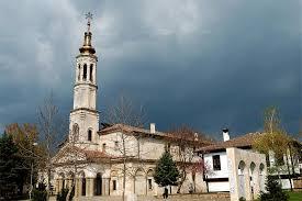 """Извършва се ремонт на плочите в района на църквата """"Св. Успение на Пресвета Богородица"""""""