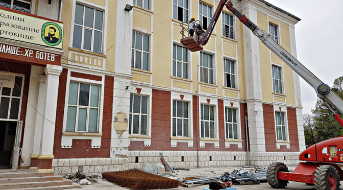 """Усилени ремонтни дейности в Първо ОУ """"Христо Ботев"""""""