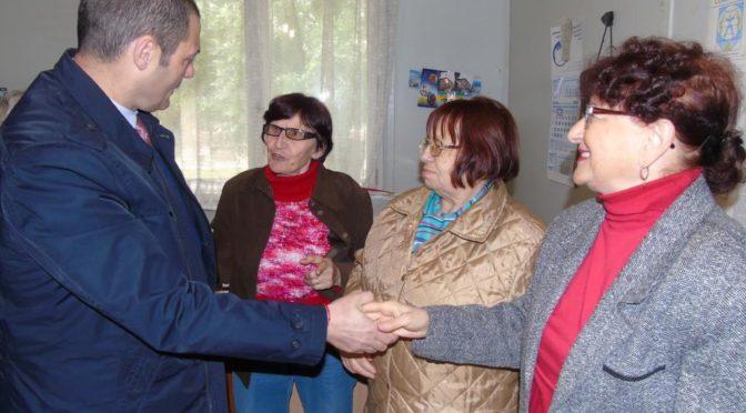 Областният управител дарява екскурзия на слепите хора от Търговище
