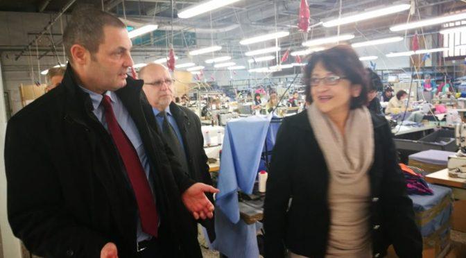 Областният управител се срещна с ръководството на местна шивашка фирма
