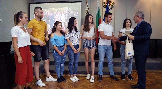 Кметът на Търговище проведе среща с отличниците  от Випуск 2019