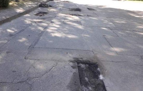 Продължава изкърпването на общинската  пътна мрежа