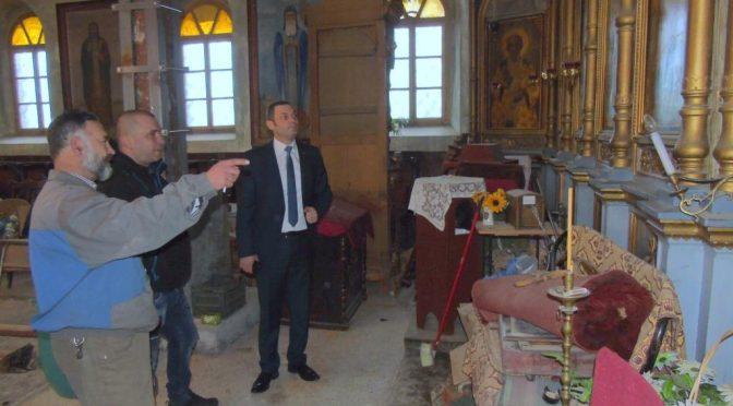"""Областният управител проследи хода на ремонтните дейности в църквата """"Св. Димитър"""" в гр. Омуртаг"""