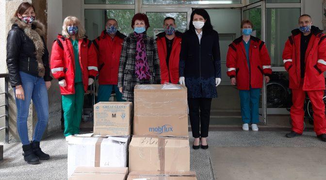 Общинските съветници даряват предпазни средства на ЦСМП  в Търговище