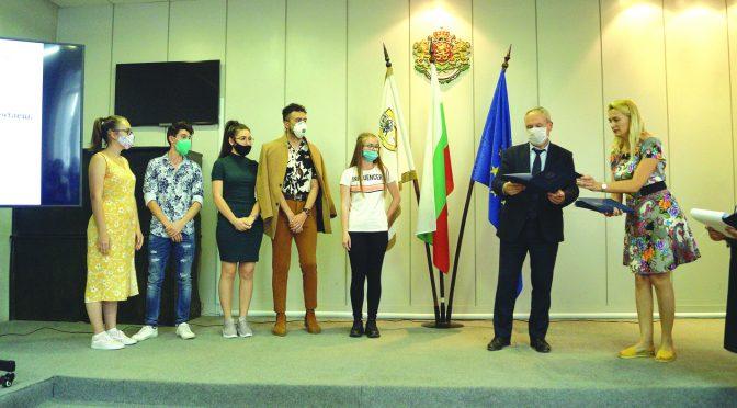 Кметът проведе среща с отличниците от Випуск 2020