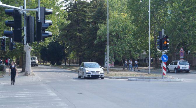 Започва да функционира новият светофар до областната болница в Търговище