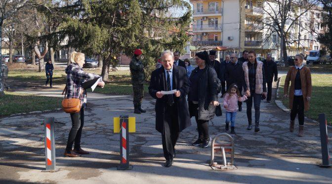 """Над 200 души се включиха в инициативата """"Движение с патриотично стихотворение"""" на 3 март в Търговище"""